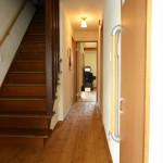 玄関・廊下:内装を変えただけで明るくなった玄関ホール