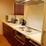 キッチン:コンロから続く長いカウンターは約2.9m。調理家電を自由に並べて使いやすくなっています。