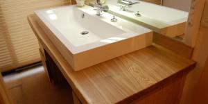 広い洗面は2人横並びに使用してもゆったり。