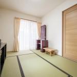 和室:和室は道路に面していない北東側へ。やんわりと朝日が差し込む落ち着いた空間です。