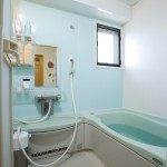 浴室:音楽を聴きながらミストサウナが楽しめるバスルーム。一日の疲れを癒す贅沢な時間を過ごせます。