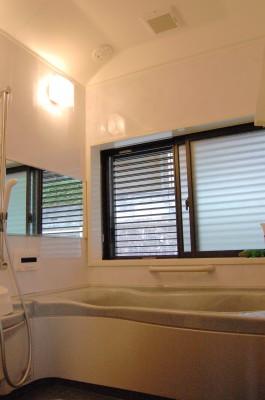浴室:お風呂のお湯をはじめ家じゅうのお水は硬質成分を取り除いた軟水です。お肌や髪にやさしく、洗濯物もふわふわに。取りにくい水垢汚れもつきにくくなります。
