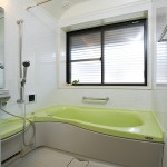 浴室:音楽が聴ける楽しいバスルーム。ミストサウナでお子様の体を洗っている間も浴室内はポッカポカ。