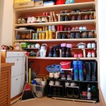 玄関納戸2:傘や長靴、掃除道具まで何でも収納出来るので、とっても便利に使われているようです。