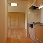 ミニキッチン:おじいちゃんの部屋に隣接してある専用キッチン。誰にも遠慮なく自由に使えるのがうれしいですね。