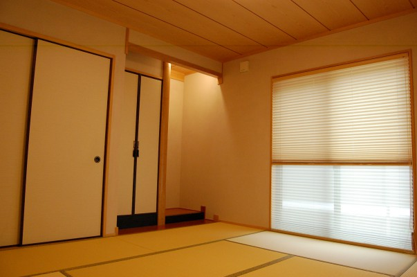 和室:上品に仕上がった和室。玄関入って正面にあるので客間として使用できます。