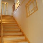 階段ホール1:2階リビングだから階段の幅をゆったりととっています。