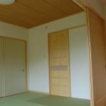和室:おじいちゃんの部屋は和室とつなげると12帖に。和室からは玄関に出ることが出来ます。