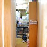 ウォークインクローゼット:和室にあった押入れスペースを広げて家の中心に出来た大きな収納スペース。