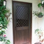 木枠は再利用して扉のみ新しく。